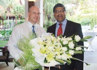 David Cumming, general manager of Amari Orchid Resort welcomes His Excellency Asif Ahmad, British Ambassador to Thailand.