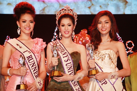 "The queen and her court: Miss Tiffany's Universe 2011 Sirapassorn ""Sammy"" Auttayakorn (center) is flanked by first runner-up Saranrat ""Nat"" Chaiyakorn (left) and second runner-up Tissanamadi ""Gigi"" Bunniyom (right)."