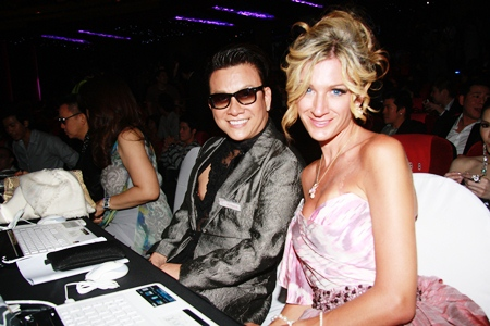 Famous judges Chalachol MD Somsak Chalachol (left), and New York designer Tiffany Koury (right).