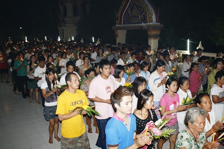 Thousands turn up for the Wien Thien at Wat Thamsamakkee in South Pattaya.