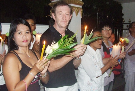 Thais and guests perform the Wien Thien at Wat Chaimongkol in South Pattaya.