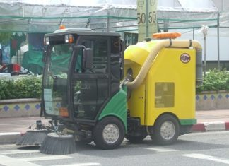 The city has 3 of these street cleaners that were brought into service in January 2010 at a cost of 3,900,000 baht each.