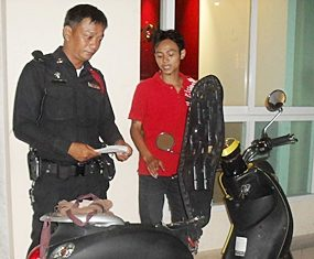 Sadayu tries to convince the police that he didn't steal the bike, his friend did.