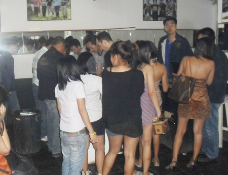 Police raid this unnamed bar on Soi Yensabai, ultimately arresting the owners for operating after hours and serving underage customers.