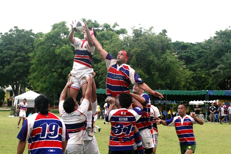 Bangkok Bangers take on AT Truck at the line-out.