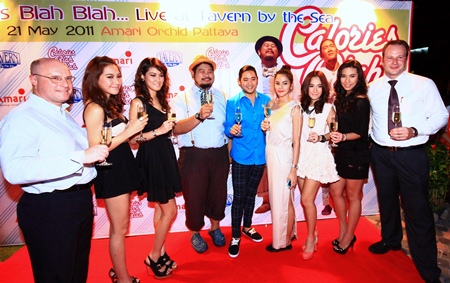 Calories Blah Blah are seen pictured with Bangkok celebrities Aum Luckana and Kree Passaweepich who were also in attendance, and were all warmly greeted by David Cumming, General Manager (left) and Max Sieracki, Resident Manager (right) of Amari Orchid Pattaya.