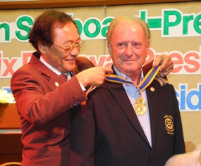 District Governor Thongchai Lortrakanon installs Gerard Gerber as President of the Rotary Club of Taksin-Pattaya.
