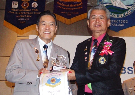Somchai Thongsuk (right) presents gifts to Ricardo Soh, president of the Lions Club of Singapore East.