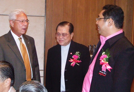 The big boys meet, Kajit Habanananda, Santsak Ngarmpiches and Sonthaya Kunplome.