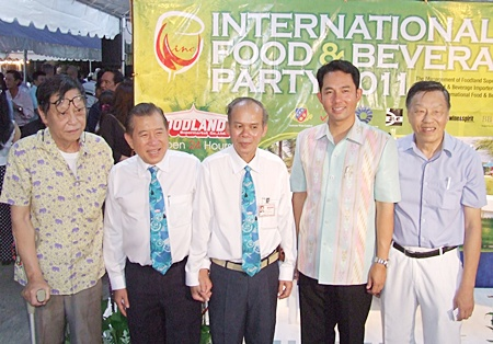 Happy faces all around during the Foodland International Food & Beverage party. (l-r) Somsak Teerapattanakul (President), Sanguan Termwiwat (Deputy MD), Prasert Saengmanee (Asst. Store Manager), Mayor Itthipol Kunplome and Edwin T.L. Lim (Managing Director).