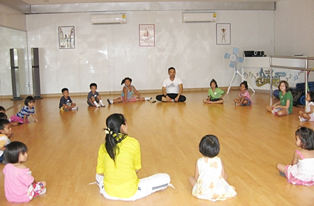 Praw Dance School is giving free dance lessons to underprivileged children.