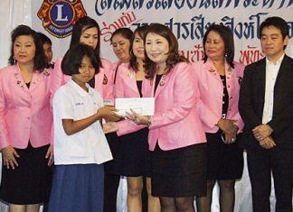 Rungthip Suksrikarn, president of the Lions Club of Pattaya-Pratamnak, distributes scholarships to deserving children.