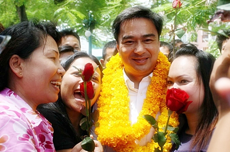 Prime Minister Abhisit Vejjajiva receives a warm welcome from adoring fans as his campaign trail swings through Pattaya.  The PM was in town over the weekend to support local Democratic Party candidates, and to elucidate his party's platform.