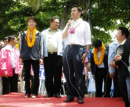 Prime Minister Abhisit Vejjajiva takes to the stage on Beach Road in Pattaya to introduce the local contingent of Democratic Party candidates.