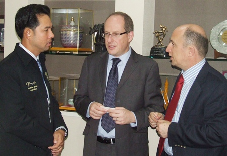 (L to R) Mayor Itthiphol Kunplome, British Consul Michael Hancock and Director of Trade and Investment Bradley Jones talk about British citizens in Pattaya.