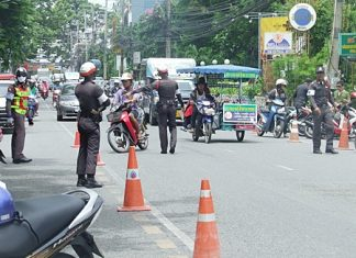 Police check vehicles in North Pattaya for illegal weapons, correct licenses and helmet use.