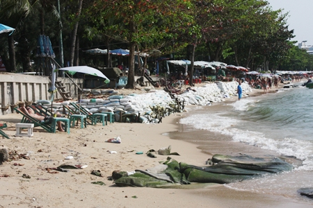 Whilst officials continue their debate on the best way to stop Pattaya Beach erosion, the erosion continues unabated.