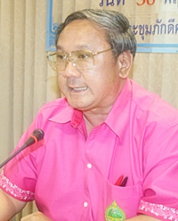 Rayong Gov. Tawatchai Terdphaothai convenes the first meeting of the Maptaput Center for Environmental and Industrial Problems.