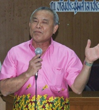 """Somchai Sirorat is guest speaker at the seminar for the """"Protection of women's rights for those with foreign spouses."""""""