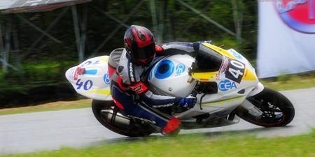 Fortt rides his GSXR Suzuki on his way to victory.