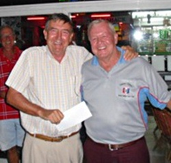 Eddie Beilby, left, accepts his prize from the Golf Chairman.