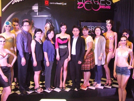 Rattanachai Suthidechanai, President of the Commission for Pattaya Tourism and Sports Council (6th right), and Kasin Owatsuwan, branch manager of Central Festival Pattaya Beach (4th left), join models and celebs on stage to promote the new fashion line.