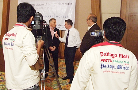 Paul Strachan (centre) interviews Eli Papouchado (2nd left) for Pattaya Mail Television following the conclusion of the press conference held July 26.