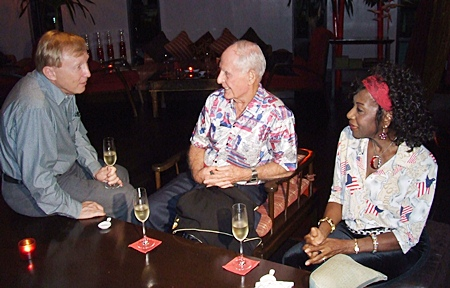 Bruce Hoppe greets Richard and Janet Smith during cocktails.