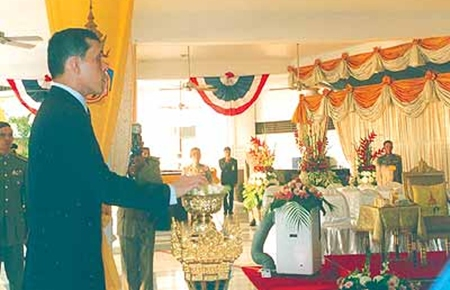 HRH the Crown Prince opens the ceremonial curtain, to reveal the RVYC signboard inaugurating the new clubhouse in 2005.