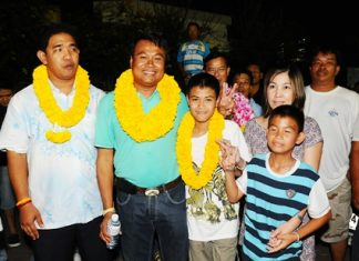 Nakhon Phonlookin (left) and Morakot Noohuang (2nd left) celebrate their wins with their families and team supporters.