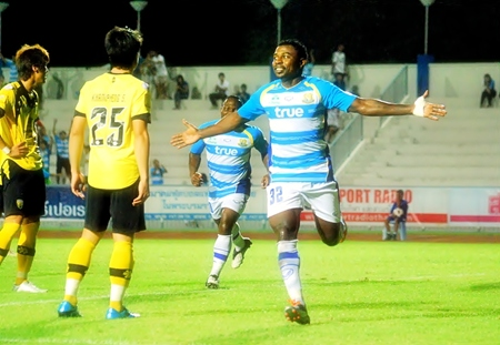 Pattaya United's Cameroon striker Paul Ekollo (right) celebrates after putting his team 2-0 up against Khon Kaen FC during their 3rd round FA Cup match in Chonburi last weekend.  Two goals from Ittipol Poolsap either side of half time and a late fourth from Ludovick Takam completed the scoring for the Dolphins and sees them safely through into the 4th round of the competition. (Photo/Ariyawat Nuamsawat)