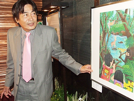 Deputy Mayor Ronakit Ekasingh examines one of the artworks on display.