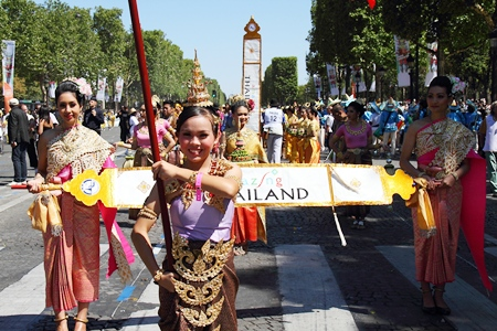 "The students also perform on French National Day at the ""Carnaval Tropical de Paris"" festival to welcome the Thai ambassador to France."