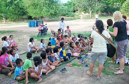 All Thai children can sing.