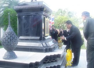 Chief Judge of Pattaya Provincial Court Suphian Jungkriangkrai presides over the commemoration day for Prince Rapee Pattanasak, the Father of Thai Law and leads officials in wreaths laying at the monument.