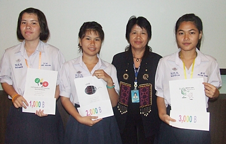(L to R) 3rd place Kungwan Gnarnphasom, 2nd place Sumsini Royprasit, Theeraporn Srijan from the Pattaya Department of Social Welfare and Sriprathum Paosombut, grand prize winner display their logos.