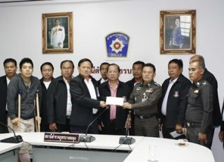 "Top police officials award 30,000 baht each to two Banglamung police officers in compensation for injuries sustained in a late night shooting and the subsequent arrest of suspects Surachat ""Tam Nakrob"" Kaewchingduang and Aris ""Kai"" Wangweng."