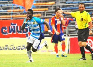 O.J. Obatola (left) celebrates after giving Pattaya United the lead in their match against Thai Port FC at the Pat Stadium in Bangkok, Sunday, July 31. (Photo/Ariyawat Nuamsawat)