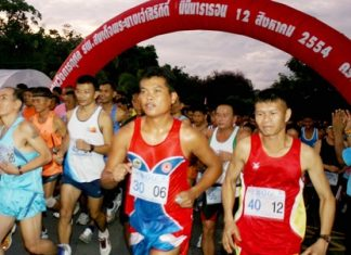 More than 3,000 people turn out in Sattahip to walk and run for HM Queen Sirikit's birthday.