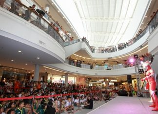 The Ultra warriors greet their fans at Central Plaza, Chonburi.