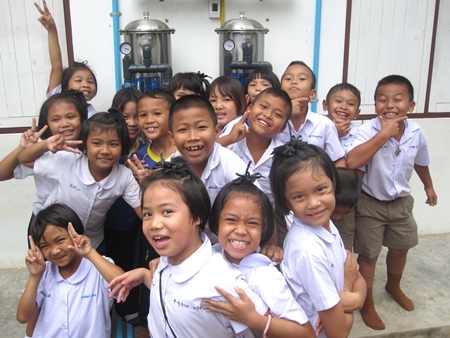 School children at Nikom School in Rayong Province say thank you for their new drinking water systems.