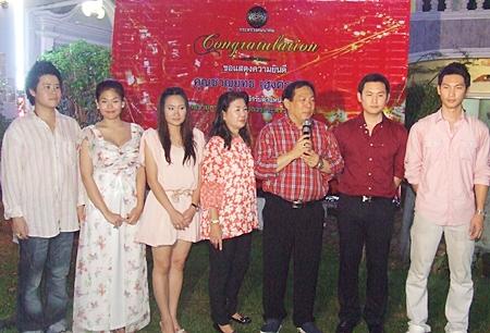The Hentrakul family celebrates this happy occasion. (l-r)Thee, Martmesa, Kritanart, Vilawan, Chanyut, Rathakit, and Thanapat.