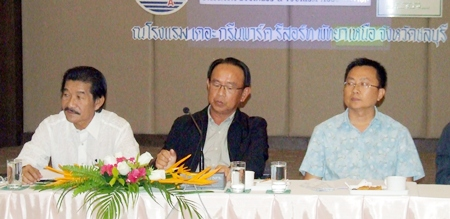 Wiwat Pattanasin (center), president of the Pattaya Business & Tourism Association, presides over the conference.