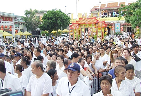 Lan Pho market in Naklua is abuzz with activity during the annual Vegetarian Festival. (Photo by Phasakorn Channgam)