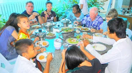 Members Hans Stroosnyder with family, Janet and Richard Smith, Pat Koester and others enjoy an excellent lunch at the Kruakungwan Seafood Restaurant in Bang Saen.