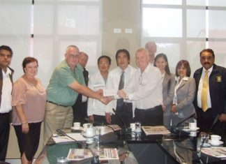 Gudmund Eiksund (centre right), president of the Rotary Club of Jomtien-Pattaya presents a cheque of 200,000 baht to Steve Graham, chair of the Pattaya Relief Group for use in the joint humanitarian relief effort. Standing center rear are city councilor Banlue Kullavanich, Sinchai Wattanasartsathorn and Deputy Mayor Ronakit Ekasingh.