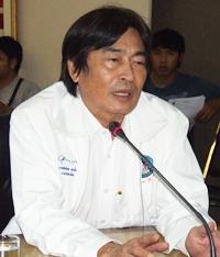 Deputy Mayor Ronakit Ekasingh presides over a city hall planning meeting to create artificial reefs off Jomtien and Naklua beaches.
