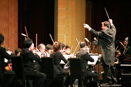 Leo conducts the Galyani Vadhana Institute Orchestra.