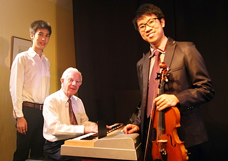 From left, Saran Senavinin, Laurence Davis and Ohm Chan Teyoon kept the audience royally entertained at Ben's.
