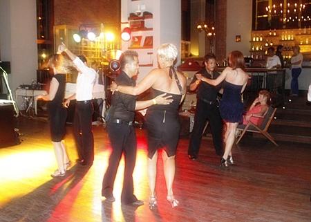 Learn the steps of all Latin dance styles this Saturday, November 19 at the Havana Bar, Holiday Inn Pattaya.
